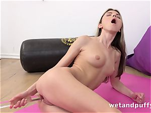 raw fleshy twat with yoga babe Gina Gerson