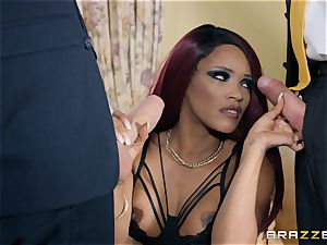 Kiki Minaj screwed by a pummeling white meatpipe