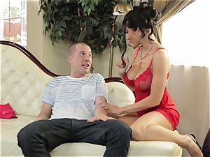 Romi Rain gives her stepson an early Christmas treat