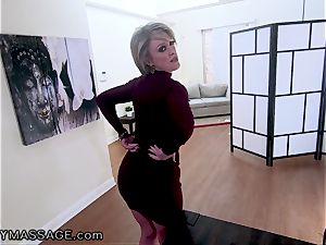 FantasyMassage cougar Dee Williams point of view squirt massage