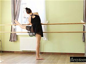 super-sexy lady Regina does gymnastic acting