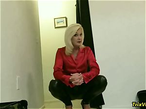 The hottest of mommy Paris is urinated