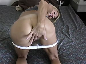 Fit milf takes her exercise to another level