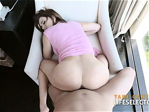 Krissy Lynn - super cougar offers her crevasses