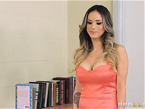 naughty Nadia Styles pummels her sonnies roommate
