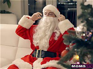 Santa's insane Helpers In Christmas three-way S9:E7