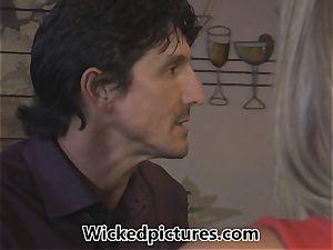 Samantha Saint picks up a boy at a bar for intercourse