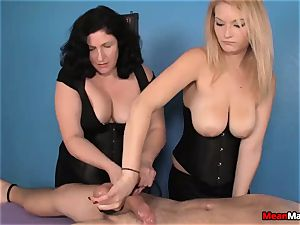 customer Shocks To see The stunning blondie masseuse