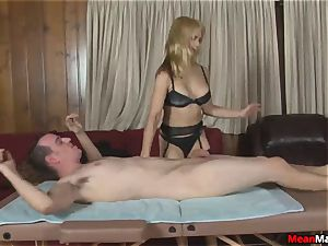 customer Shocks To observe The jaw-dropping light-haired masseur