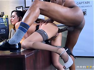 ultra-kinky office fun with Ariella Ferrera