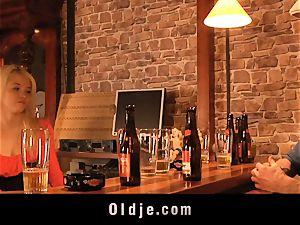 English senior crank pummels uber-cute american teeny in a bar