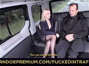 boned IN TRAFFIC - jaw-dropping blondie plowed in backseat