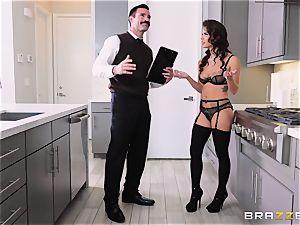 poon striking the housewife Keisha Grey