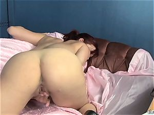 sensuous Jayden Cole enjoys teasing her fleshy raw clit