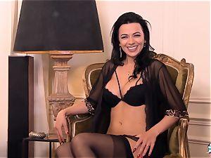 LA COCHONNE Romanian babe luvs deep quick rectal